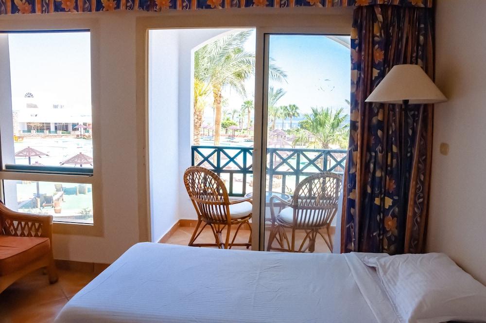 코럴 비치 리조트 몬타자  - 어른 전용(Coral Beach Resort Montazah - Adults Only) Hotel Image 13 - Guestroom