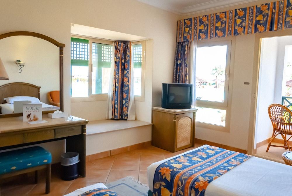 코럴 비치 리조트 몬타자  - 어른 전용(Coral Beach Resort Montazah - Adults Only) Hotel Image 22 - Guestroom View