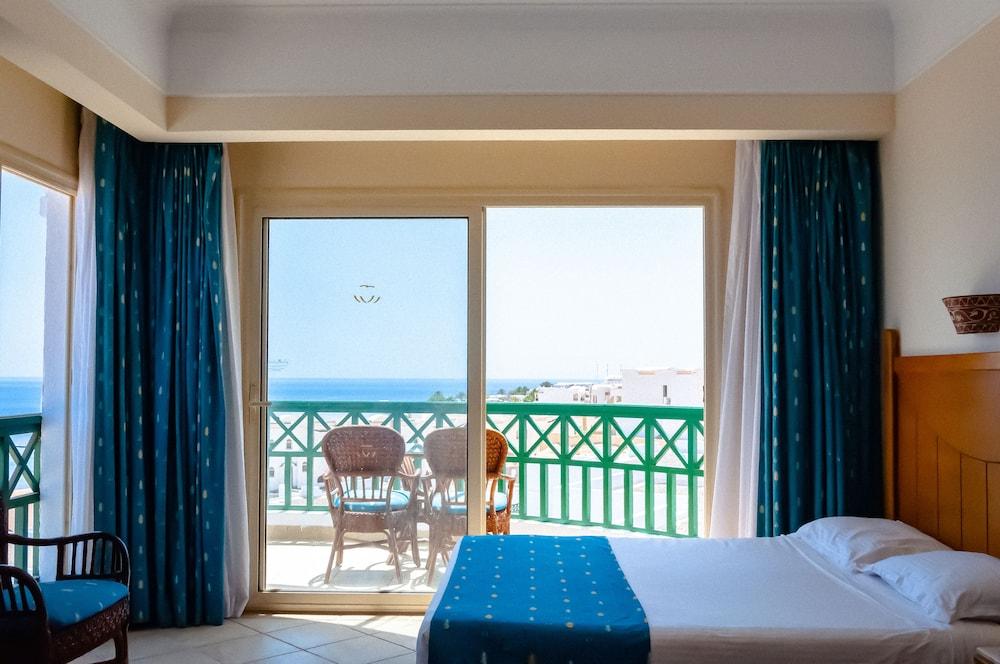 코럴 비치 리조트 몬타자  - 어른 전용(Coral Beach Resort Montazah - Adults Only) Hotel Image 15 - Guestroom