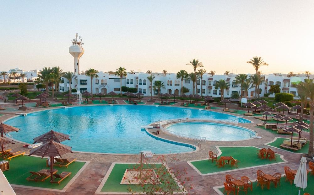 코럴 비치 리조트 몬타자  - 어른 전용(Coral Beach Resort Montazah - Adults Only) Hotel Image 1 - Pool
