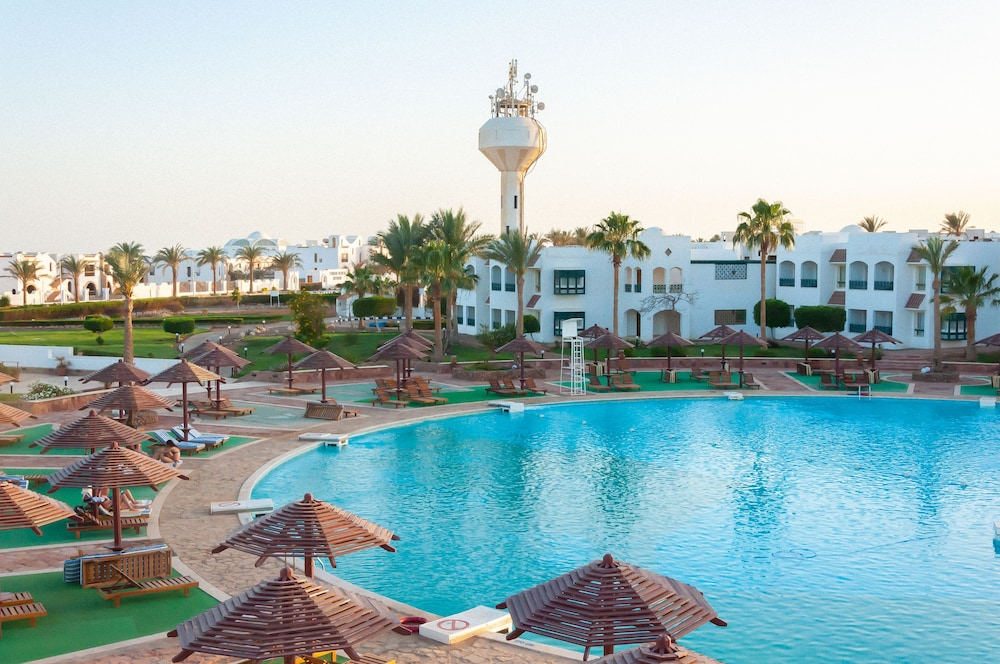 코럴 비치 리조트 몬타자  - 어른 전용(Coral Beach Resort Montazah - Adults Only) Hotel Image 36 - Indoor Pool