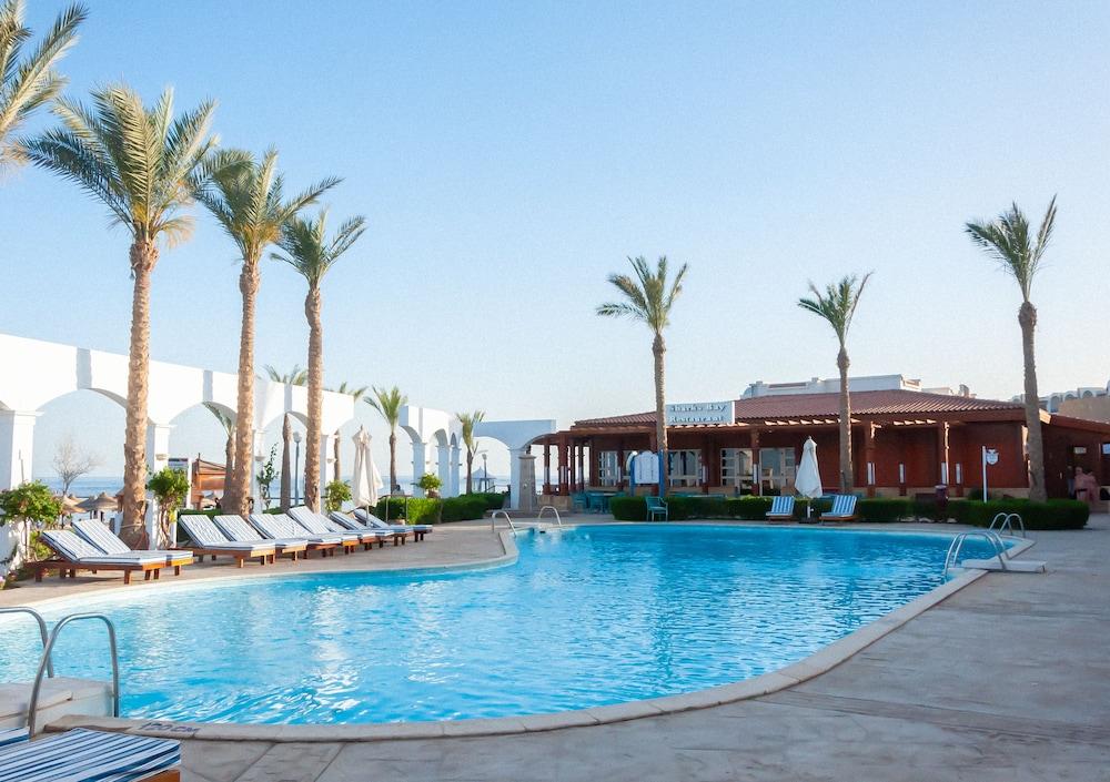 코럴 비치 리조트 몬타자  - 어른 전용(Coral Beach Resort Montazah - Adults Only) Hotel Image 4 - Pool