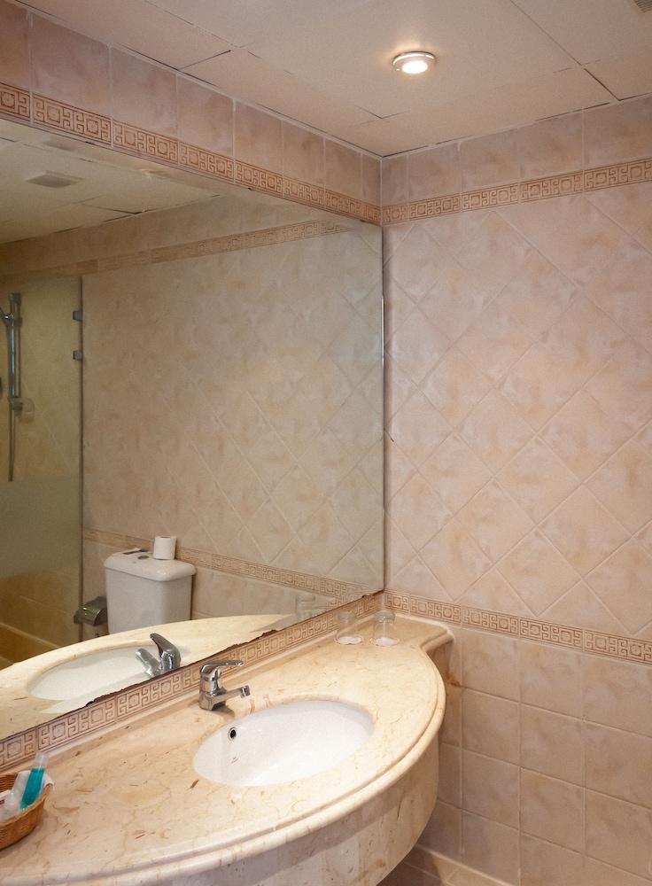 코럴 비치 리조트 몬타자  - 어른 전용(Coral Beach Resort Montazah - Adults Only) Hotel Image 26 - Bathroom