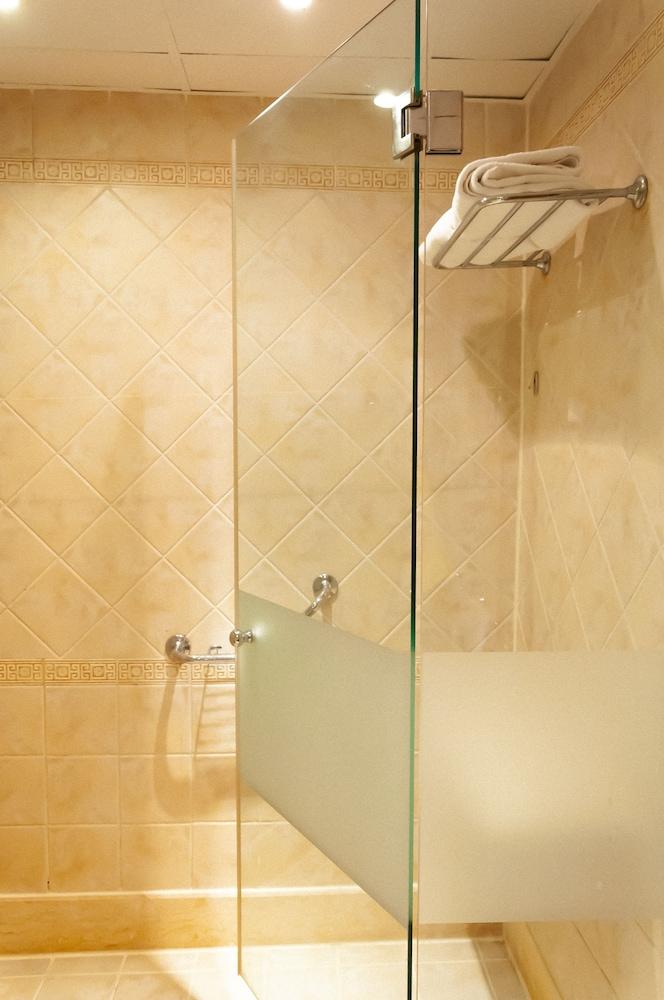 코럴 비치 리조트 몬타자  - 어른 전용(Coral Beach Resort Montazah - Adults Only) Hotel Image 27 - Bathroom