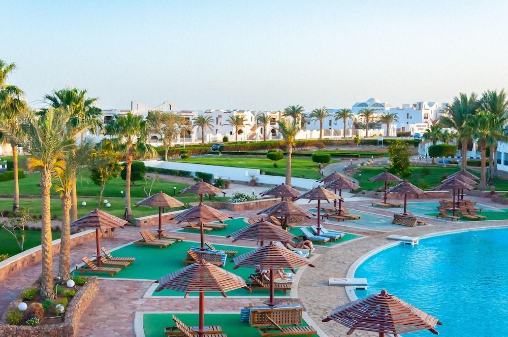 코럴 비치 리조트 몬타자  - 어른 전용(Coral Beach Resort Montazah - Adults Only) Hotel Image 3 - Pool