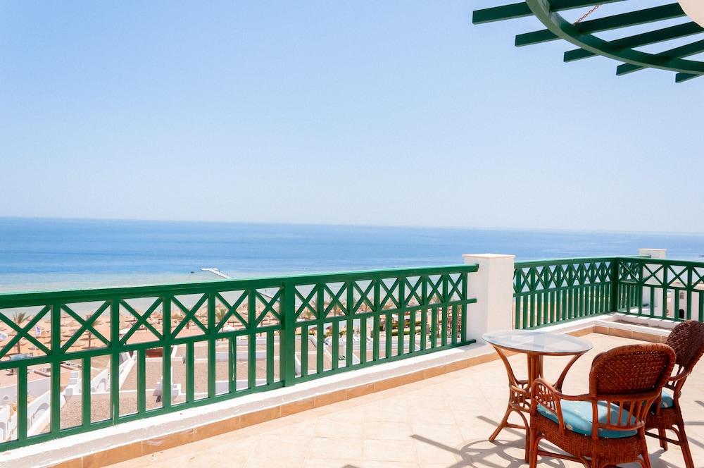 코럴 비치 리조트 몬타자  - 어른 전용(Coral Beach Resort Montazah - Adults Only) Hotel Image 21 - Terrace/Patio