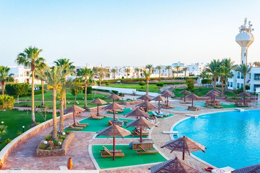 코럴 비치 리조트 몬타자  - 어른 전용(Coral Beach Resort Montazah - Adults Only) Hotel Image 2 - Pool