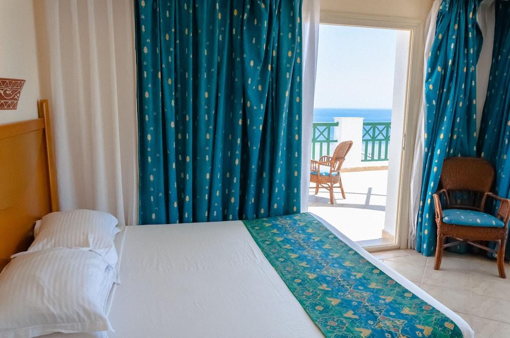 코럴 비치 리조트 몬타자  - 어른 전용(Coral Beach Resort Montazah - Adults Only) Hotel Image 19 - Guestroom
