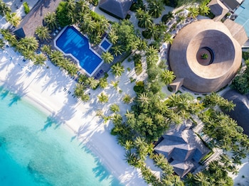 Hotel - Meeru Island Resort & Spa