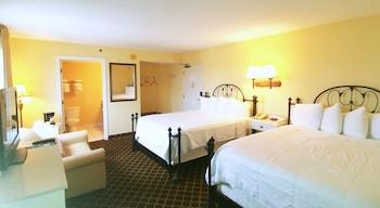 City Room, 2 Queen Beds, City View