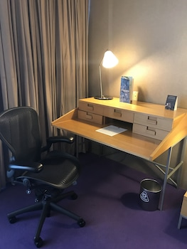 Executive Room, 1 King Bed (Wifi included)