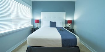 Superior Suite, 1 Queen Bed, Kitchen, City View