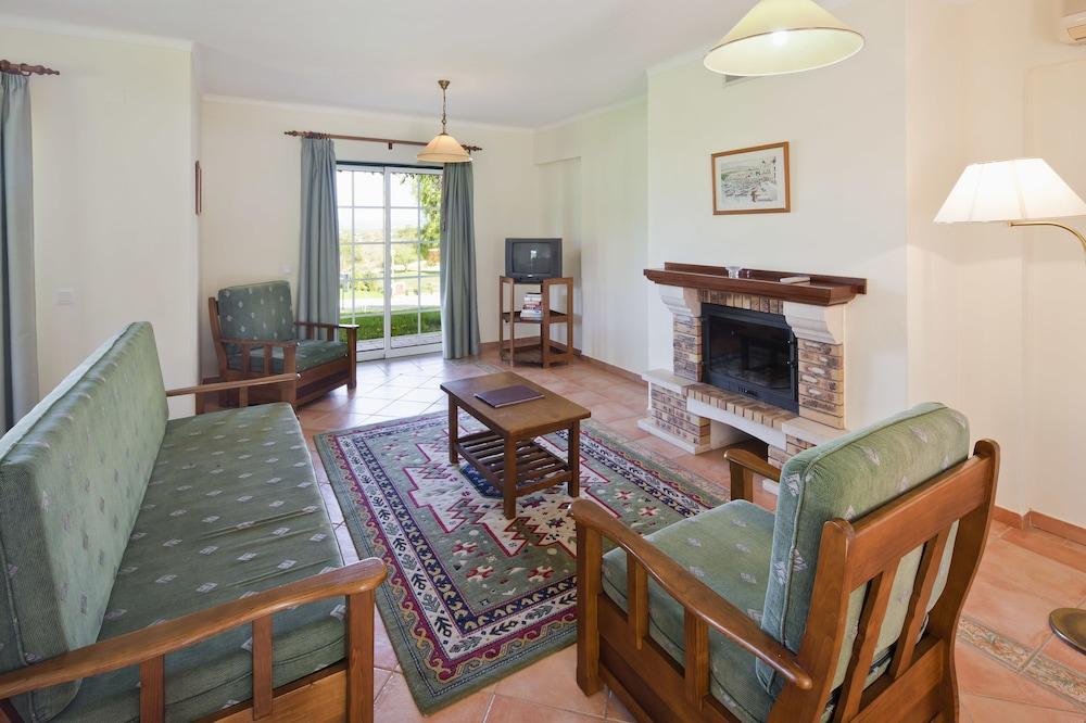콜리나 다 라파 리조트(Colina da Lapa Resort) Hotel Image 15 - Living Room