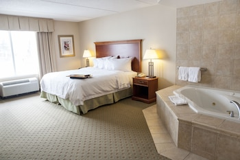 Suite, 1 King Bed with Sofa bed, Jetted Tub