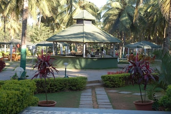 Hotel - Royal Orchid Resort & Convention Centre
