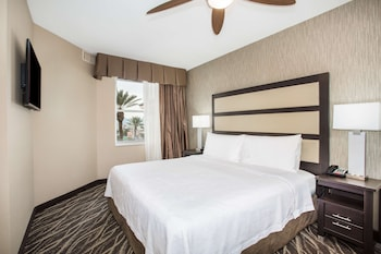 Suite, 2 Bedrooms, Non Smoking (1 King and 2 Queen Beds)