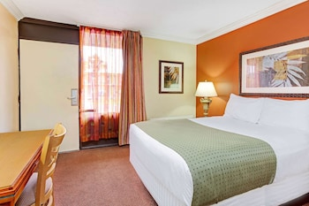 Deluxe Room, 1 King Bed with Sofa bed, Pool View