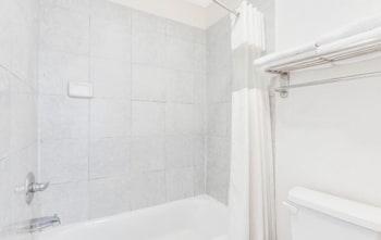Days Inn Andrews Texas - Bathroom  - #0
