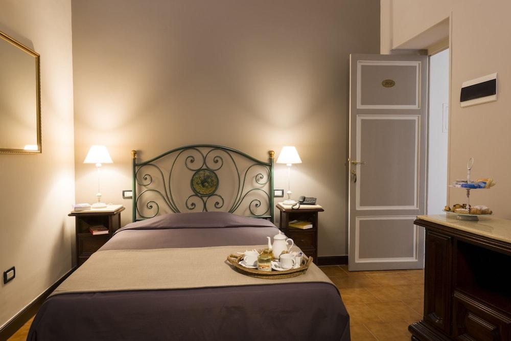 호텔 빌라 에스페리아(Hotel Villa Esperia) Hotel Image 4 - Guestroom