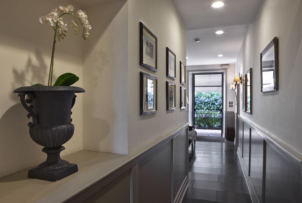 호텔 빌라 에스페리아(Hotel Villa Esperia) Hotel Image 11 - Interior Entrance