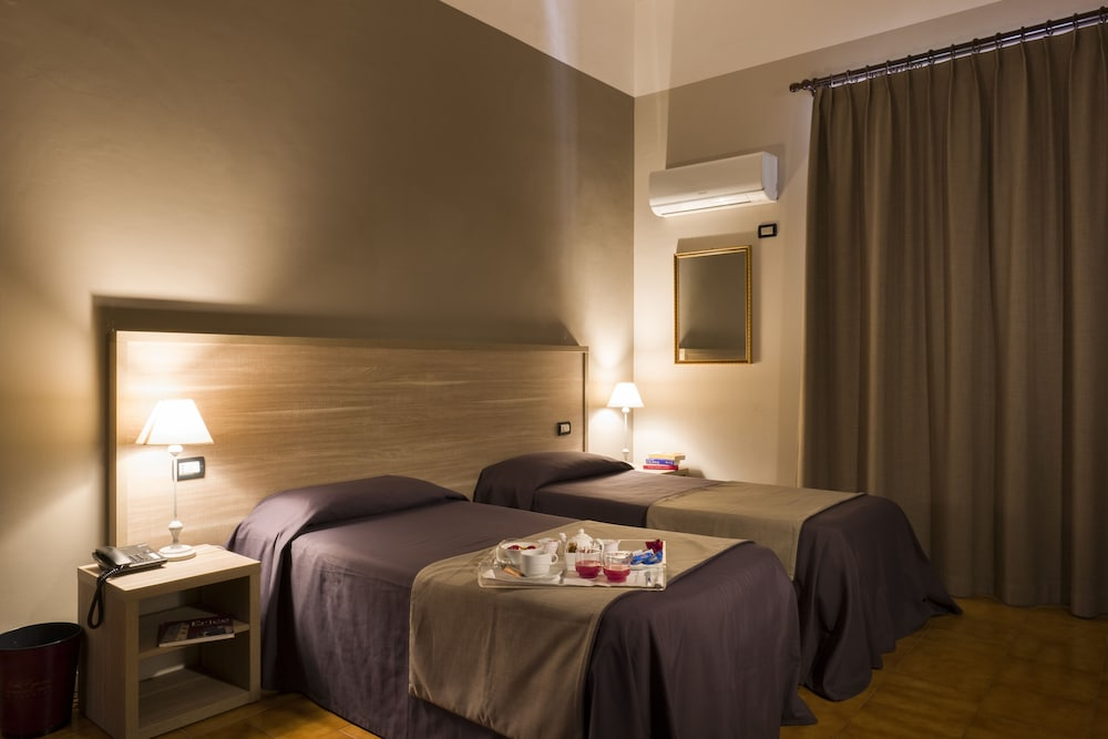 호텔 빌라 에스페리아(Hotel Villa Esperia) Hotel Image 6 - Guestroom
