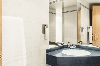 ibis Bristol Centre - Bathroom  - #0