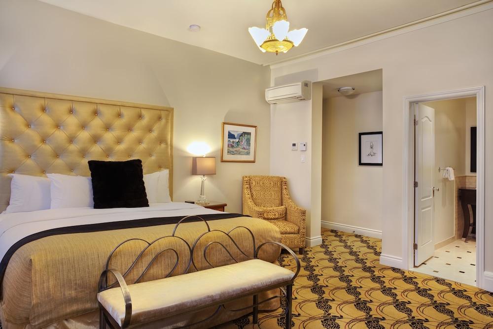 https://i.travelapi.com/hotels/2000000/1470000/1468100/1468098/0975a954_z.jpg
