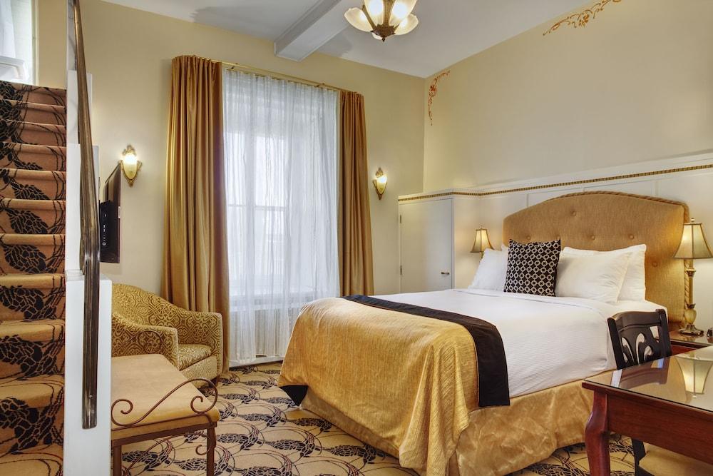 https://i.travelapi.com/hotels/2000000/1470000/1468100/1468098/3a8b596a_z.jpg