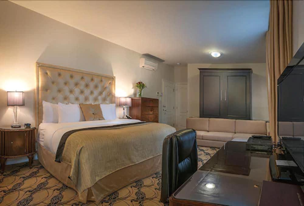 https://i.travelapi.com/hotels/2000000/1470000/1468100/1468098/56922a1a_z.jpg