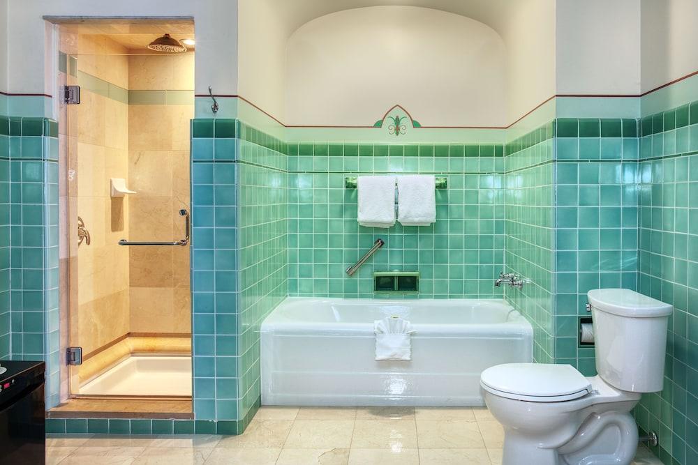 https://i.travelapi.com/hotels/2000000/1470000/1468100/1468098/65ea90c1_z.jpg
