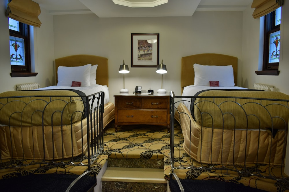 https://i.travelapi.com/hotels/2000000/1470000/1468100/1468098/6ecb6c47_z.jpg