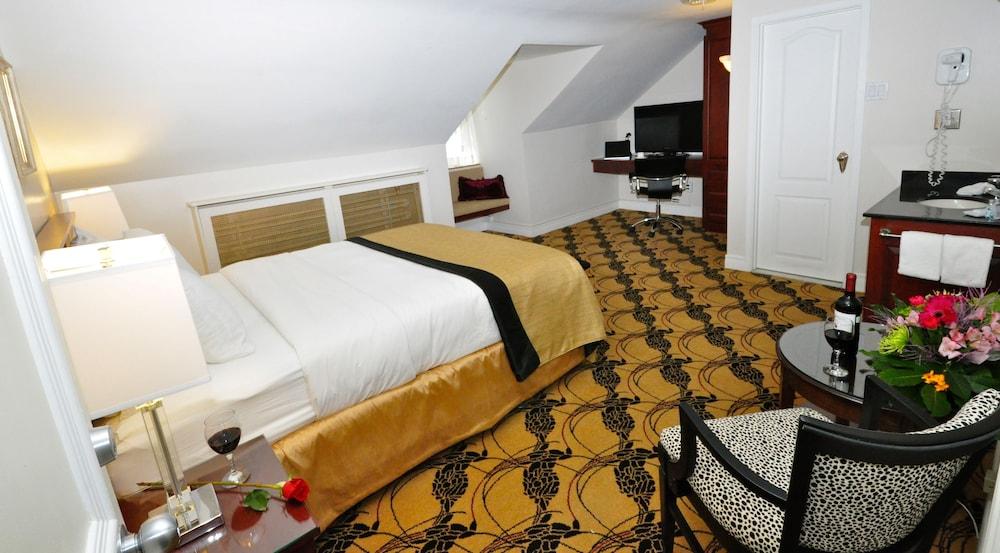 https://i.travelapi.com/hotels/2000000/1470000/1468100/1468098/81e2a649_z.jpg