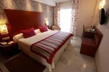Tek Büyük Yataklı Oda, Balkon, Deniz Manzaralı (with Extra Bed)