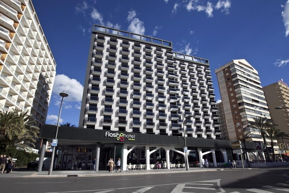 Flash Hotel, Featured Image