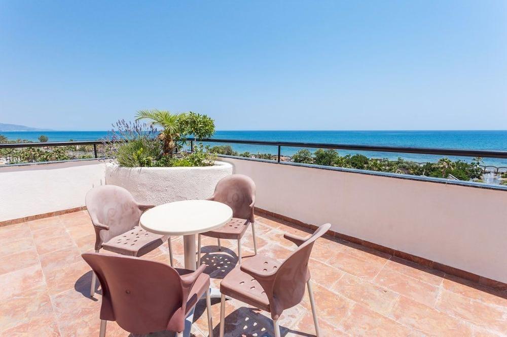 마리나 도르 플라야 4(Marina dOr Playa 4) Hotel Image 80 - Terrace/Patio