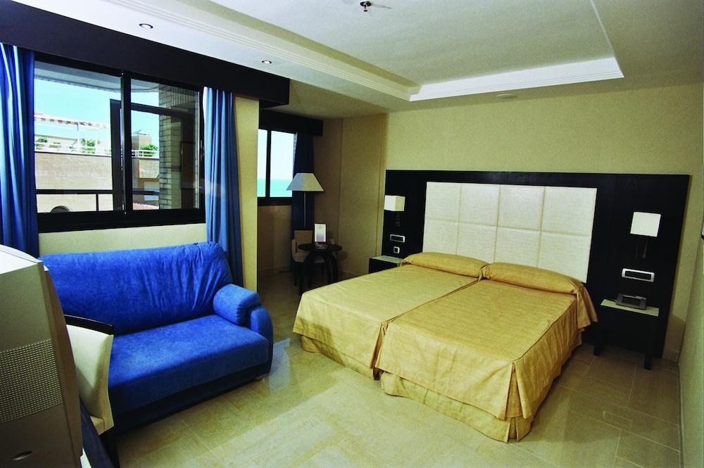 마리나 도르 플라야 4(Marina dOr Playa 4) Hotel Image 9 - Guestroom