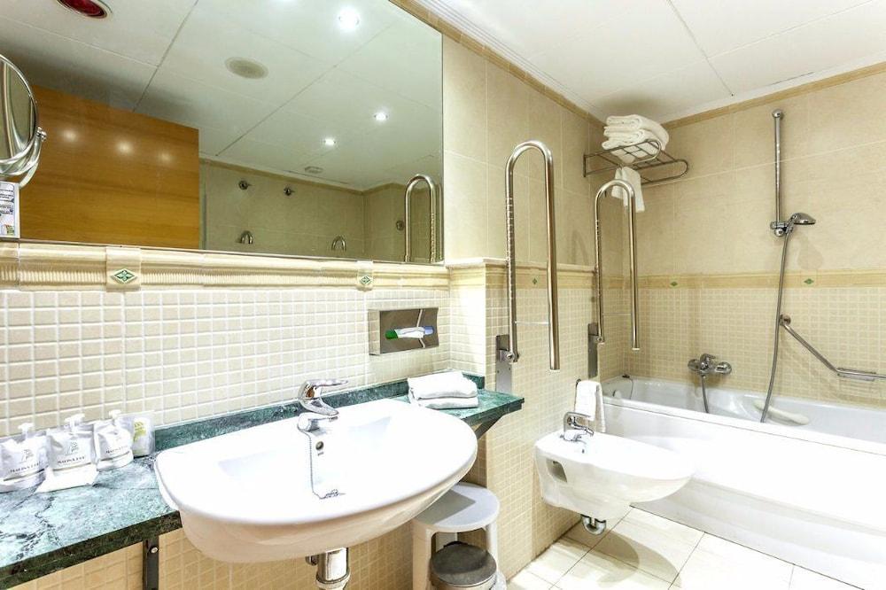 마리나 도르 플라야 4(Marina dOr Playa 4) Hotel Image 21 - Bathroom