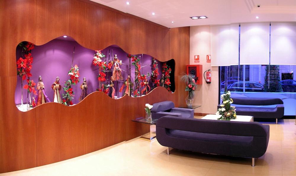 마리나 도르 플라야 4(Marina dOr Playa 4) Hotel Image 3 - Lobby Sitting Area