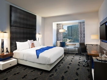 Mega Room, Room, 1 King Bed, City View