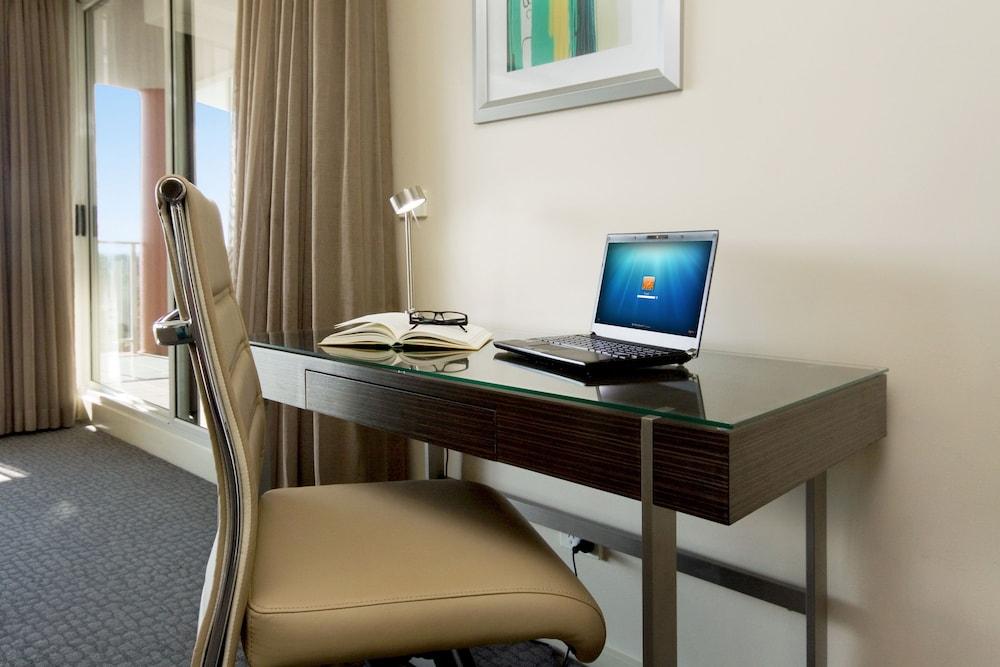 Pacific Suites Canberra, Braddon