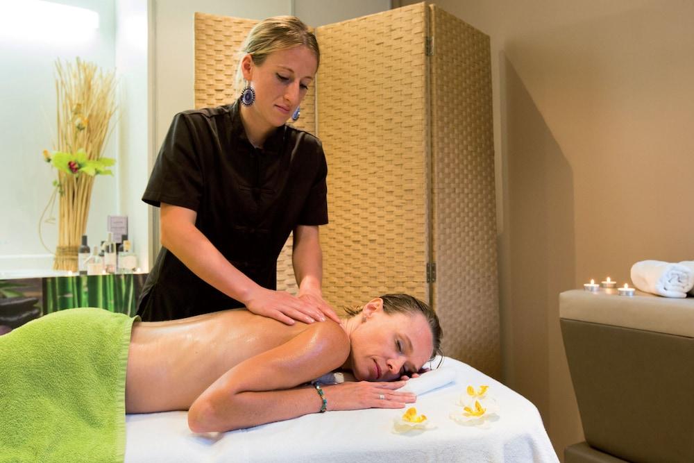 클럽 바캉스 블루 도멘 드 샤토-라발(Club Vacances Bleues Domaine de Château-Laval) Hotel Image 38 - Massage