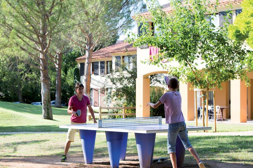 클럽 바캉스 블루 도멘 드 샤토-라발(Club Vacances Bleues Domaine de Château-Laval) Hotel Image 44 - Game Room