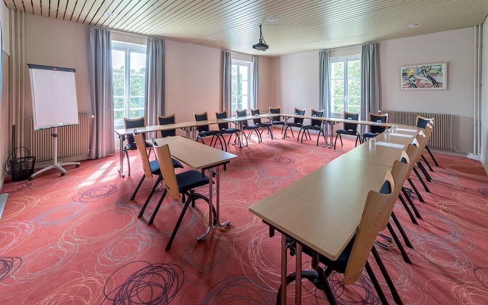 클럽 바캉스 블루 도멘 드 샤토-라발(Club Vacances Bleues Domaine de Château-Laval) Hotel Image 54 - Meeting Facility