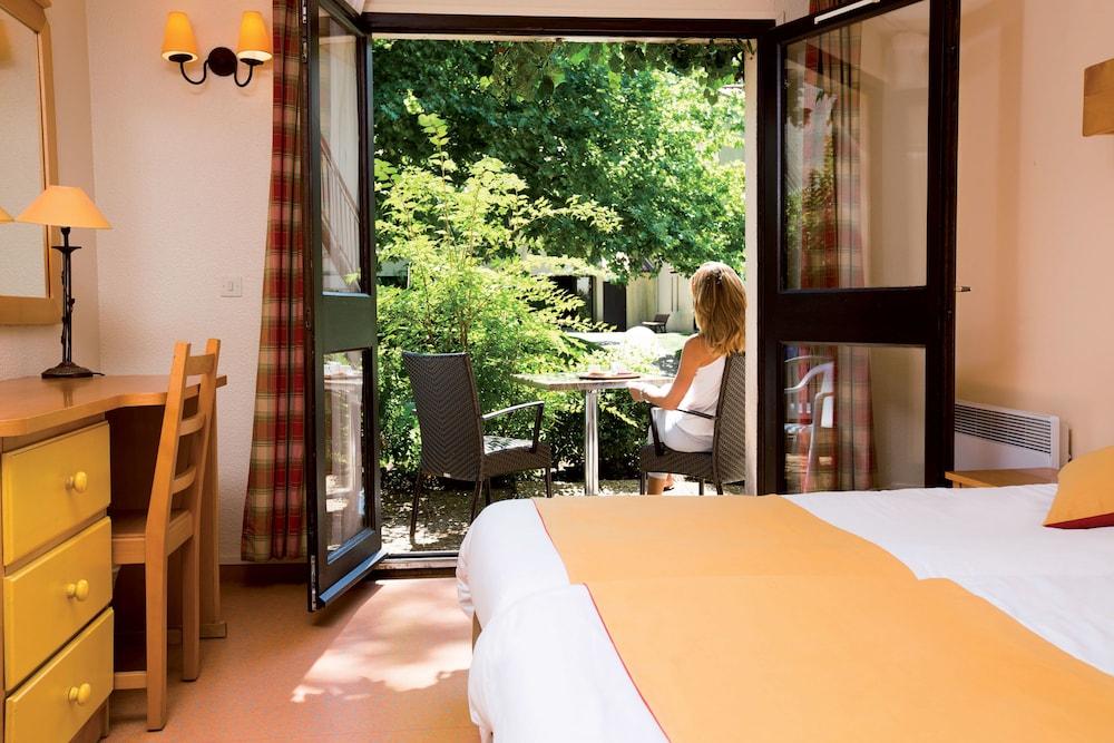 클럽 바캉스 블루 도멘 드 샤토-라발(Club Vacances Bleues Domaine de Château-Laval) Hotel Image 14 - Guestroom