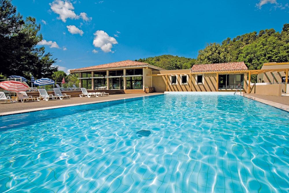 클럽 바캉스 블루 도멘 드 샤토-라발(Club Vacances Bleues Domaine de Château-Laval) Hotel Image 2 - Pool