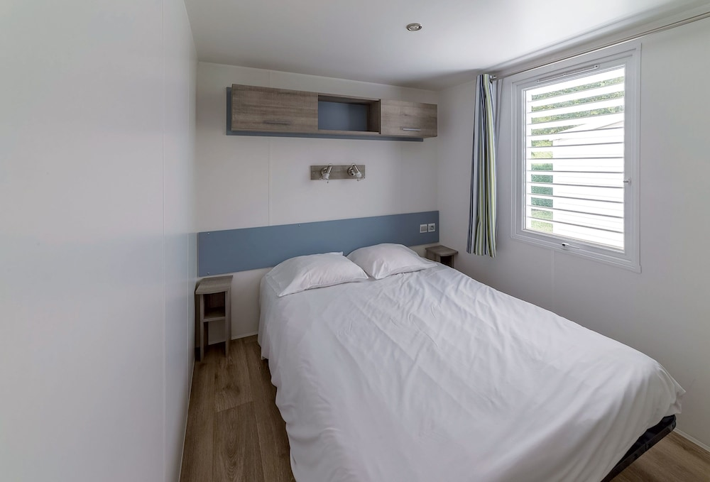 클럽 바캉스 블루 도멘 드 샤토-라발(Club Vacances Bleues Domaine de Château-Laval) Hotel Image 19 - Guestroom