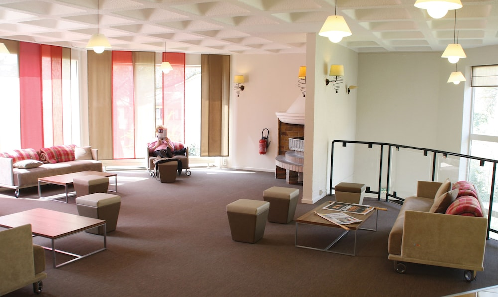 클럽 바캉스 블루 도멘 드 샤토-라발(Club Vacances Bleues Domaine de Château-Laval) Hotel Image 29 - Reception