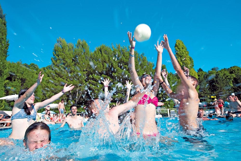클럽 바캉스 블루 도멘 드 샤토-라발(Club Vacances Bleues Domaine de Château-Laval) Hotel Image 33 - Outdoor Pool