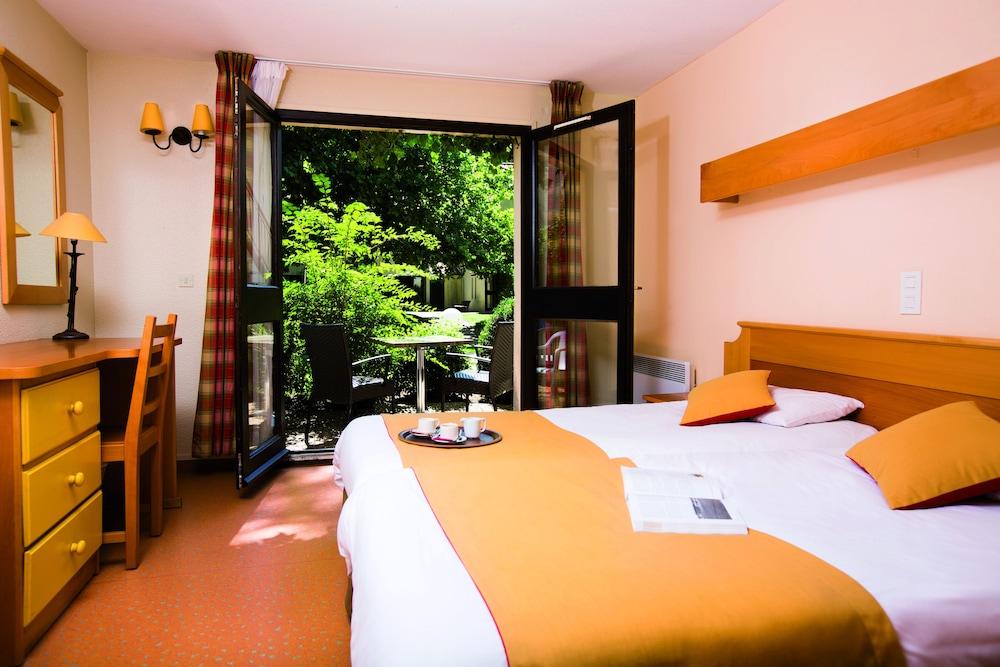 클럽 바캉스 블루 도멘 드 샤토-라발(Club Vacances Bleues Domaine de Château-Laval) Hotel Image 3 - Guestroom
