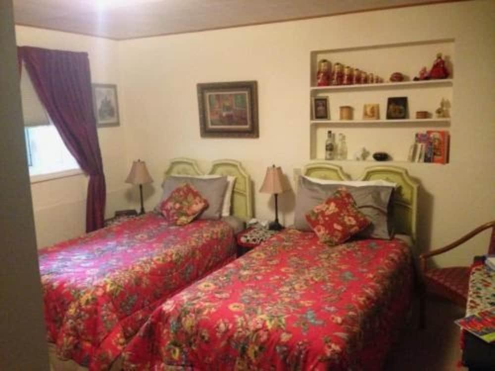 앵커리지 워크어바웃 타운 B&B(Anchorage Walkabout Town B&B) Hotel Image 4 - Guestroom